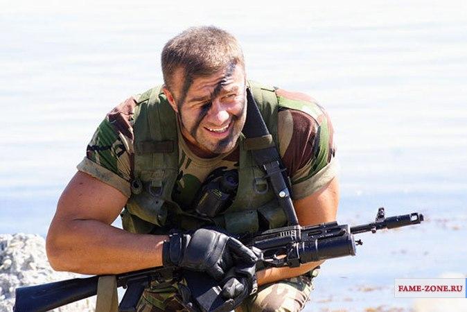 саша белый стреляет из пулемета видео