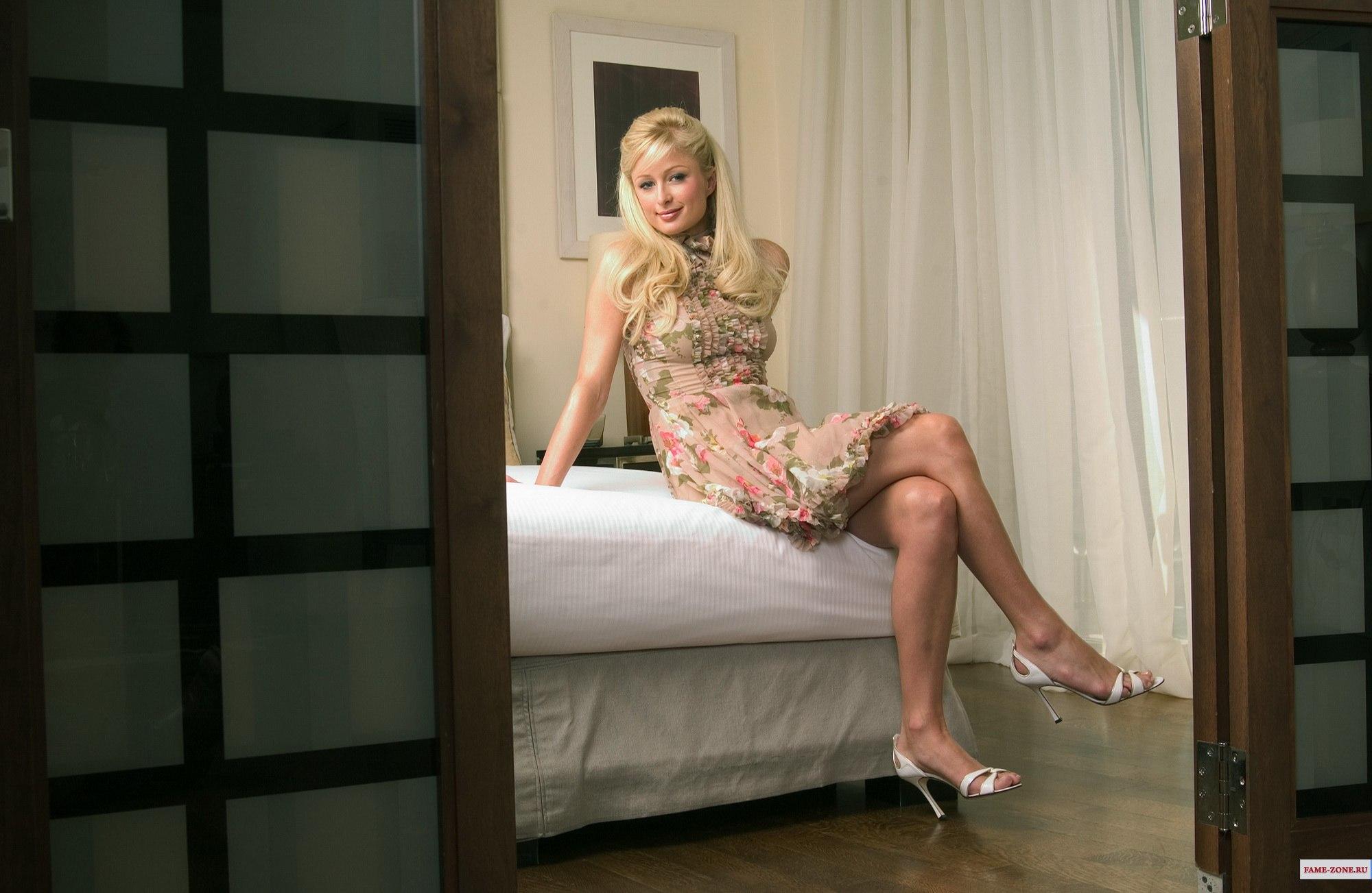 Фото женщины в спальне